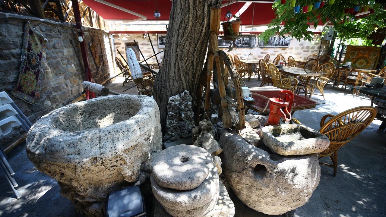 tarihi-mahalledeki-restoran-kulturle-damak-tadini-bir-araya-getiriyor-003.jpg