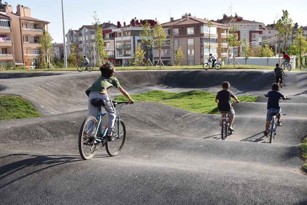 baskan-pekyatirmaci-bisiklet-ve-kaykay-parkinda-incelemelerde-bulundu-001.jpg