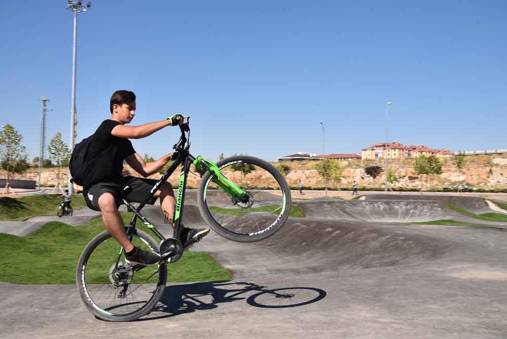 baskan-pekyatirmaci-bisiklet-ve-kaykay-parkinda-incelemelerde-bulundu-002.jpg