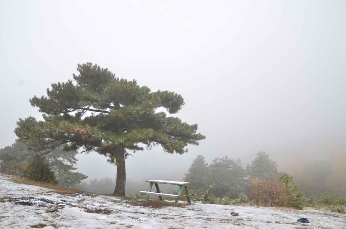 konyada-kar-yagisi-ve-sis-sonbahar-renkleriyle-guzel-goruntuler-olusturdu-001.jpg