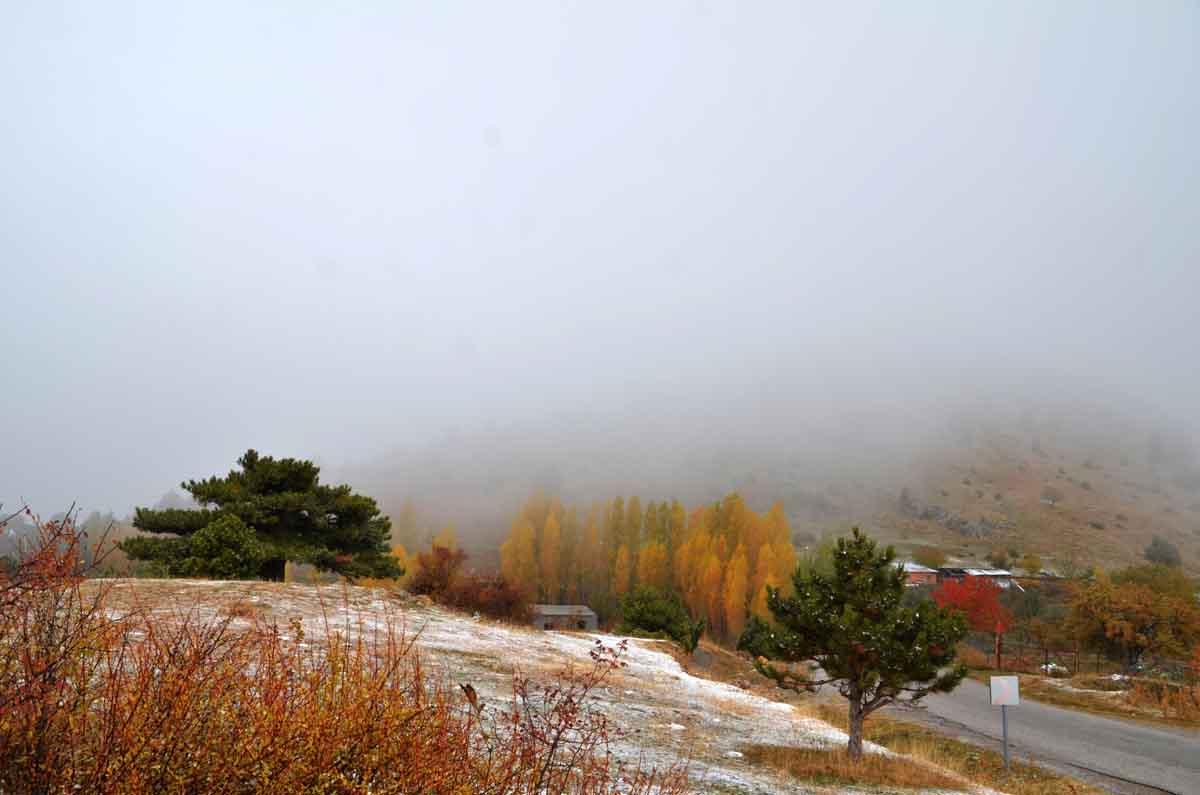 konyada-kar-yagisi-ve-sis-sonbahar-renkleriyle-guzel-goruntuler-olusturdu.jpg