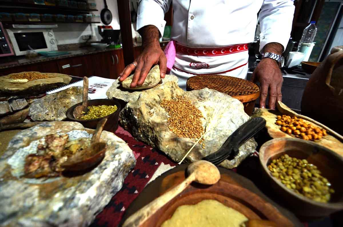 konyali-asci-neolitik-donemin-yemeklerini-bugune-tasidi-001.jpg