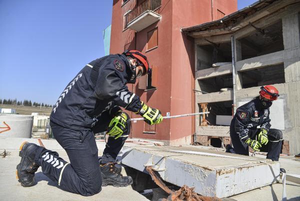 polis-arama-kurtarma-ekipleri-goreve-hazir-001.jpg