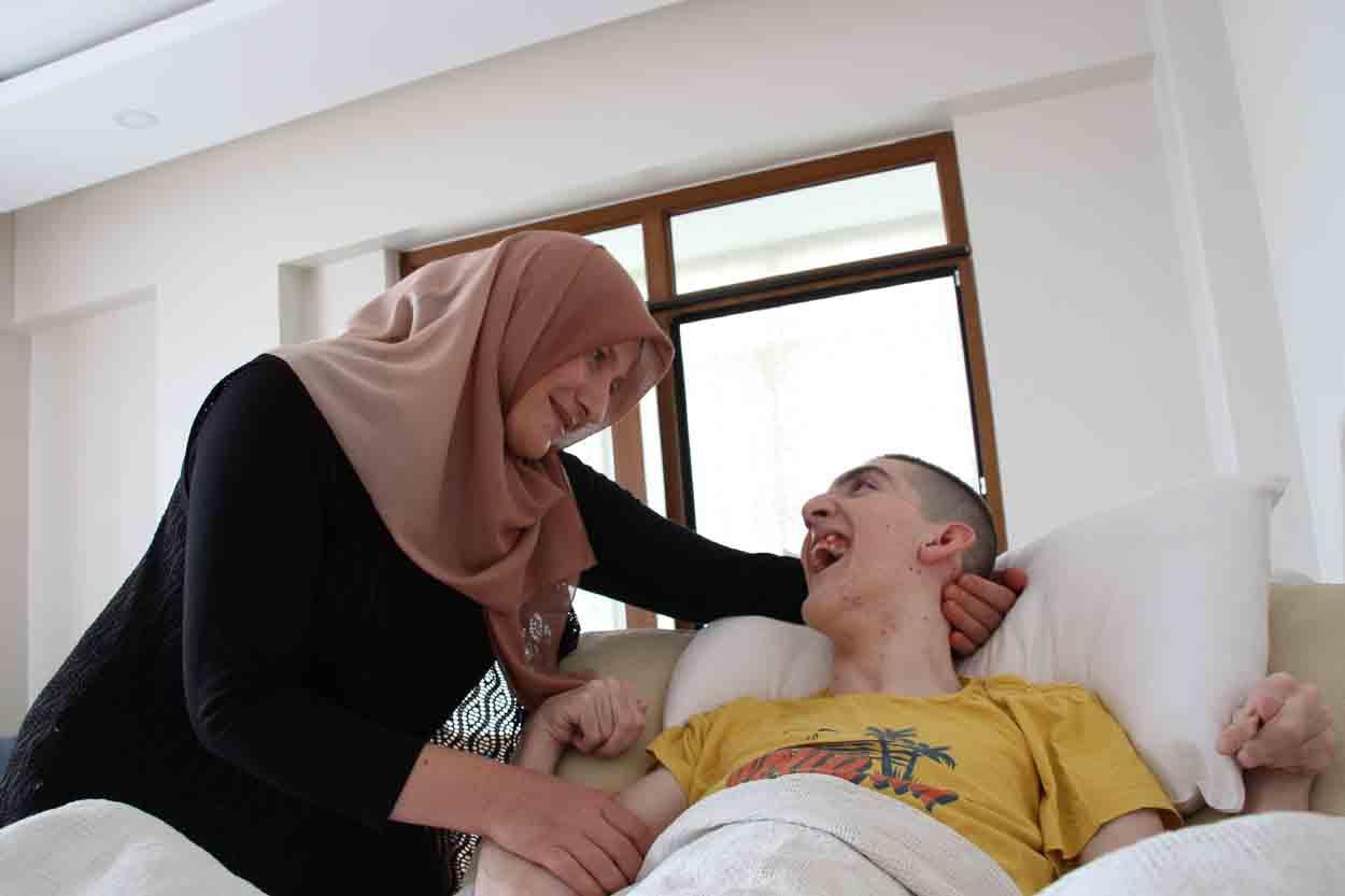 hayatini-nefesim-dedigi-serebral-palsi-hastasi-oglunu-adadi-001.jpg