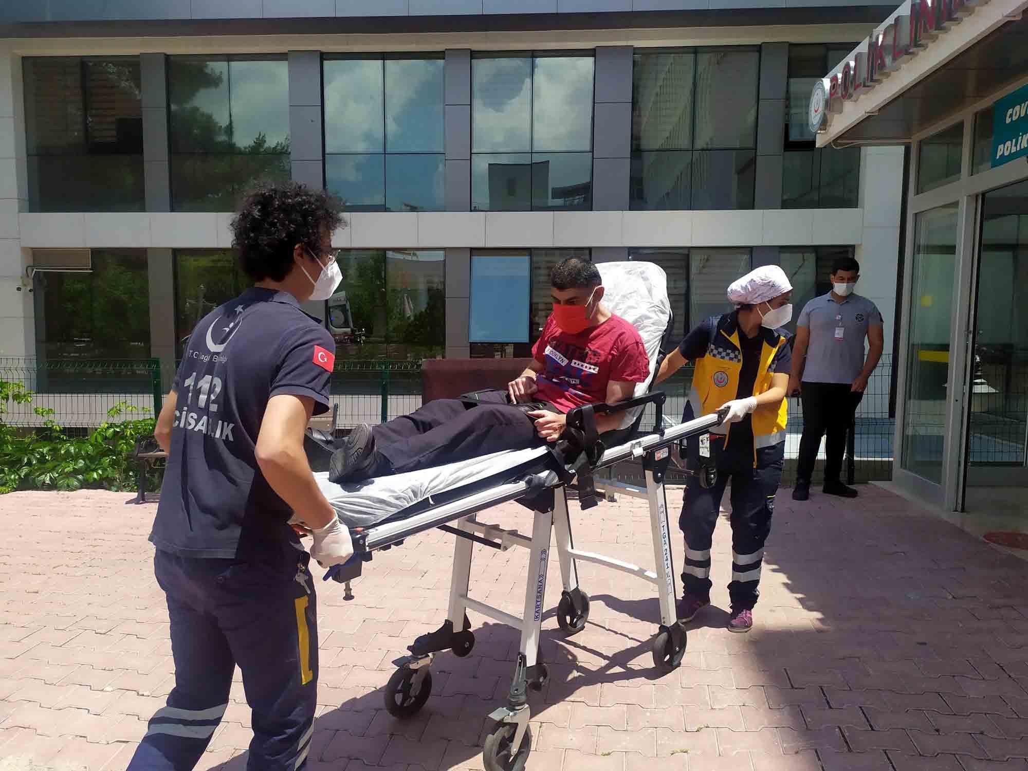 asi-calismalarinda-evden-hastaneye-asi-hizmeti-002.jpg