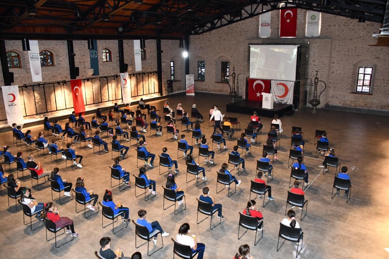 turk-kizilayi-153-yasinda.jpg