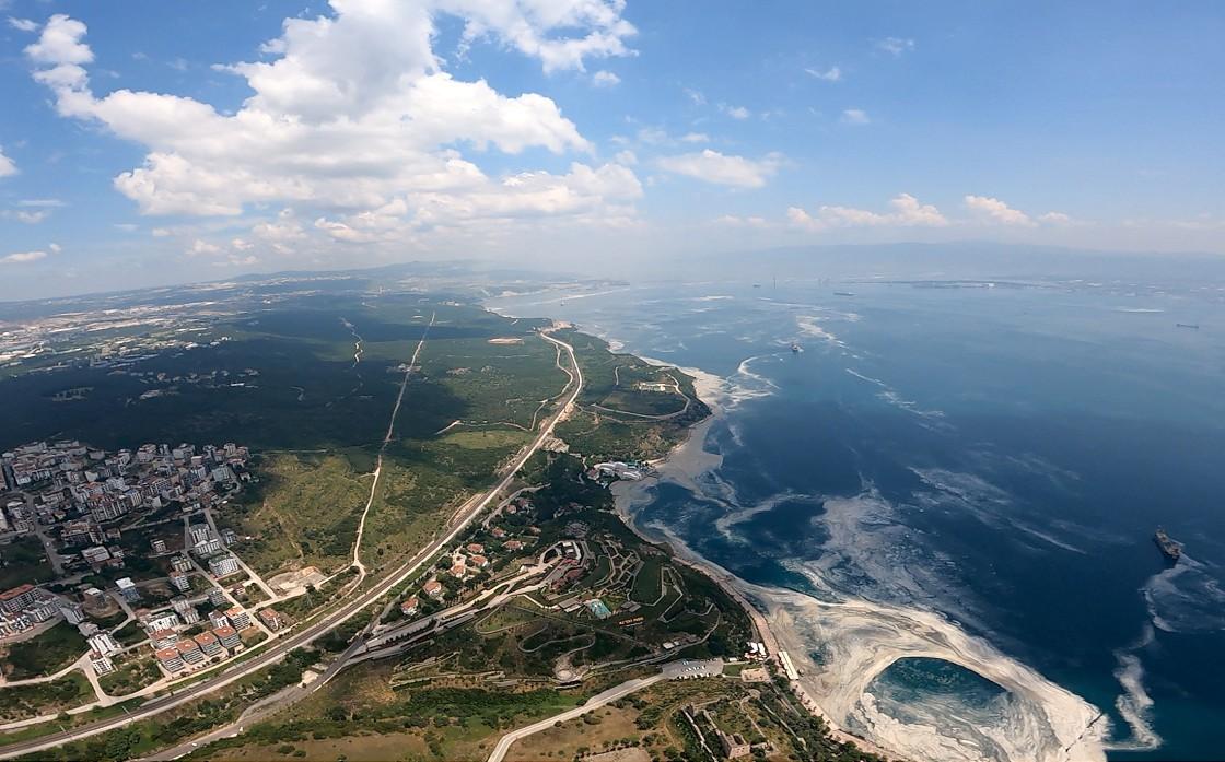 marmara-denizindeki-musilaj-ucakla-havadan-goruntulendi-001.jpg