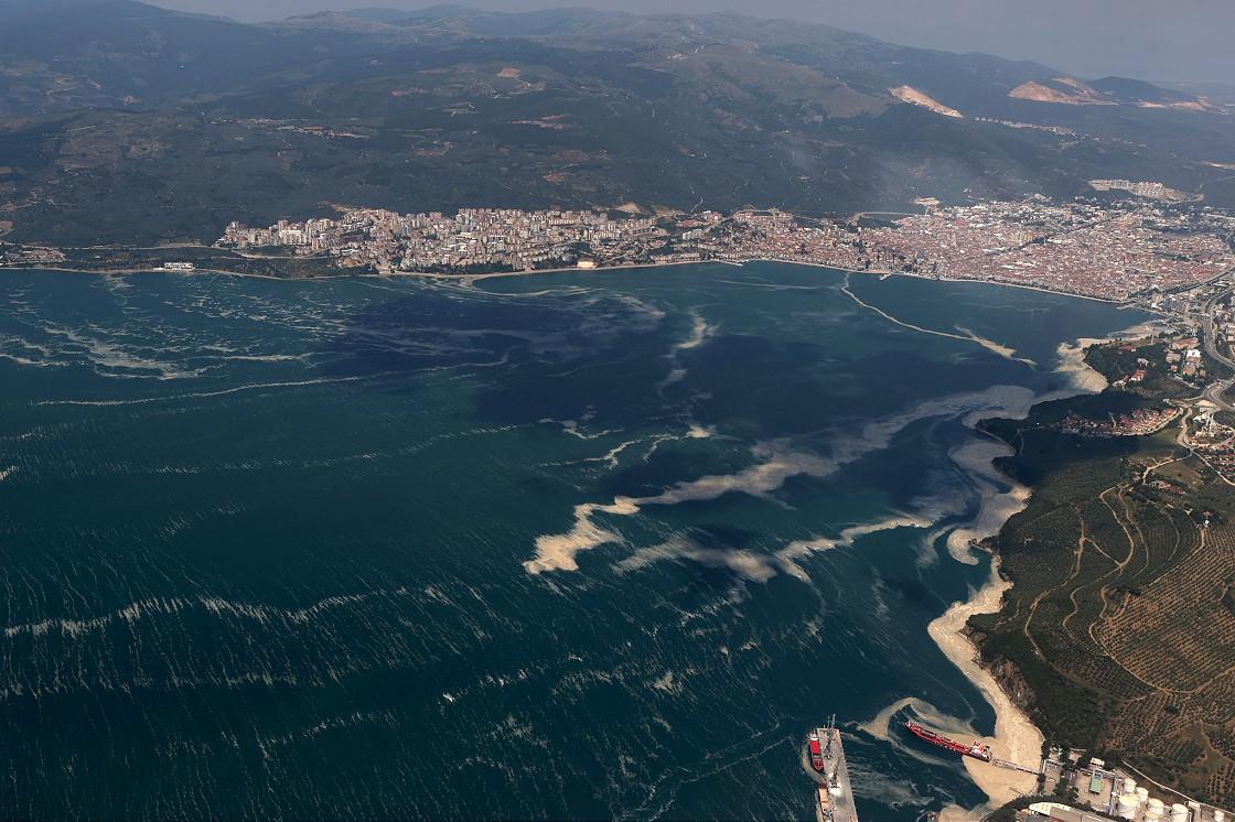 marmara-denizindeki-musilaj-ucakla-havadan-goruntulendi-003.jpg