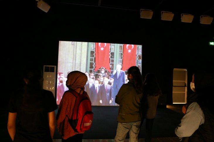 konyadaki-dijital-gosterim-merkezine-ziyaretci-akini.jpg