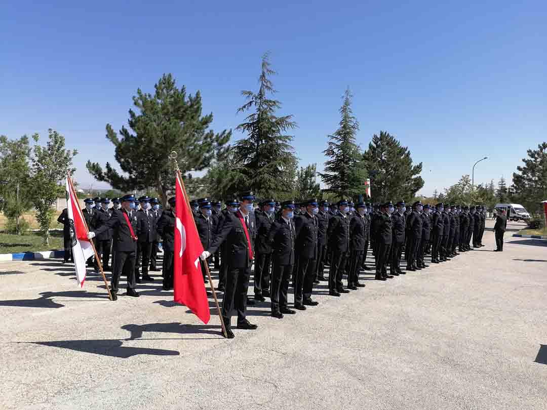 polis-adaylarinin-mezuniyet-sevinci-001.jpg