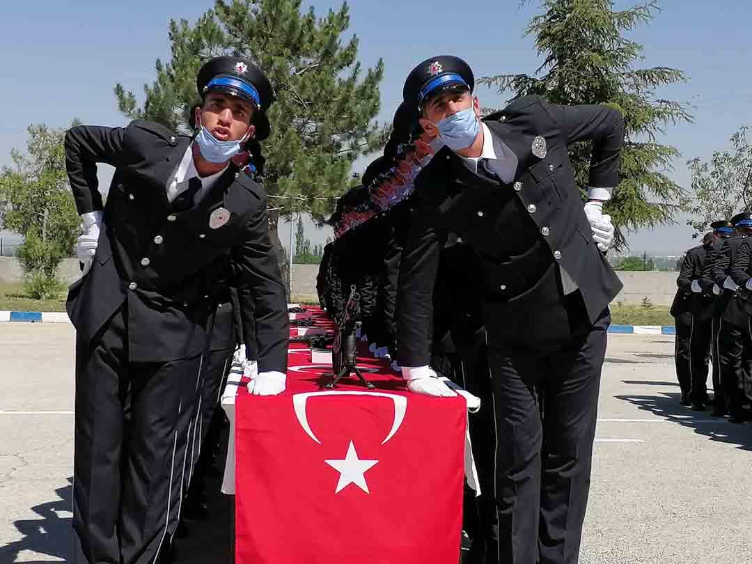 polis-adaylarinin-mezuniyet-sevinci-003.jpg