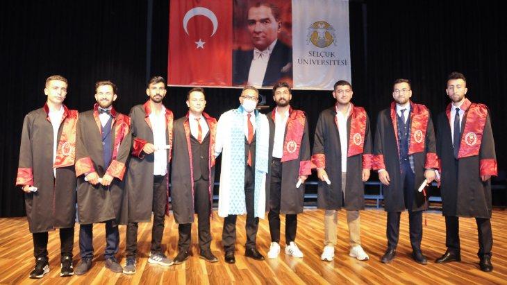selcuk-universitesinde-mezuniyet-sevinci-001.jpg