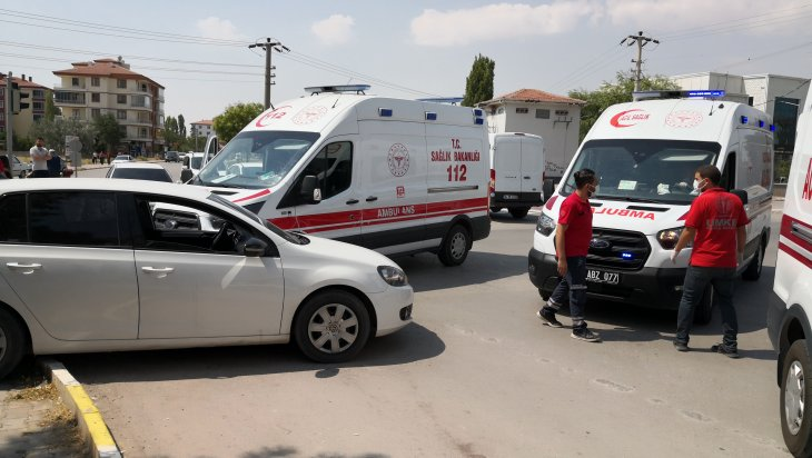 vakaya-giden-ambulans-ile-otomobil-carpisti-001.jpg