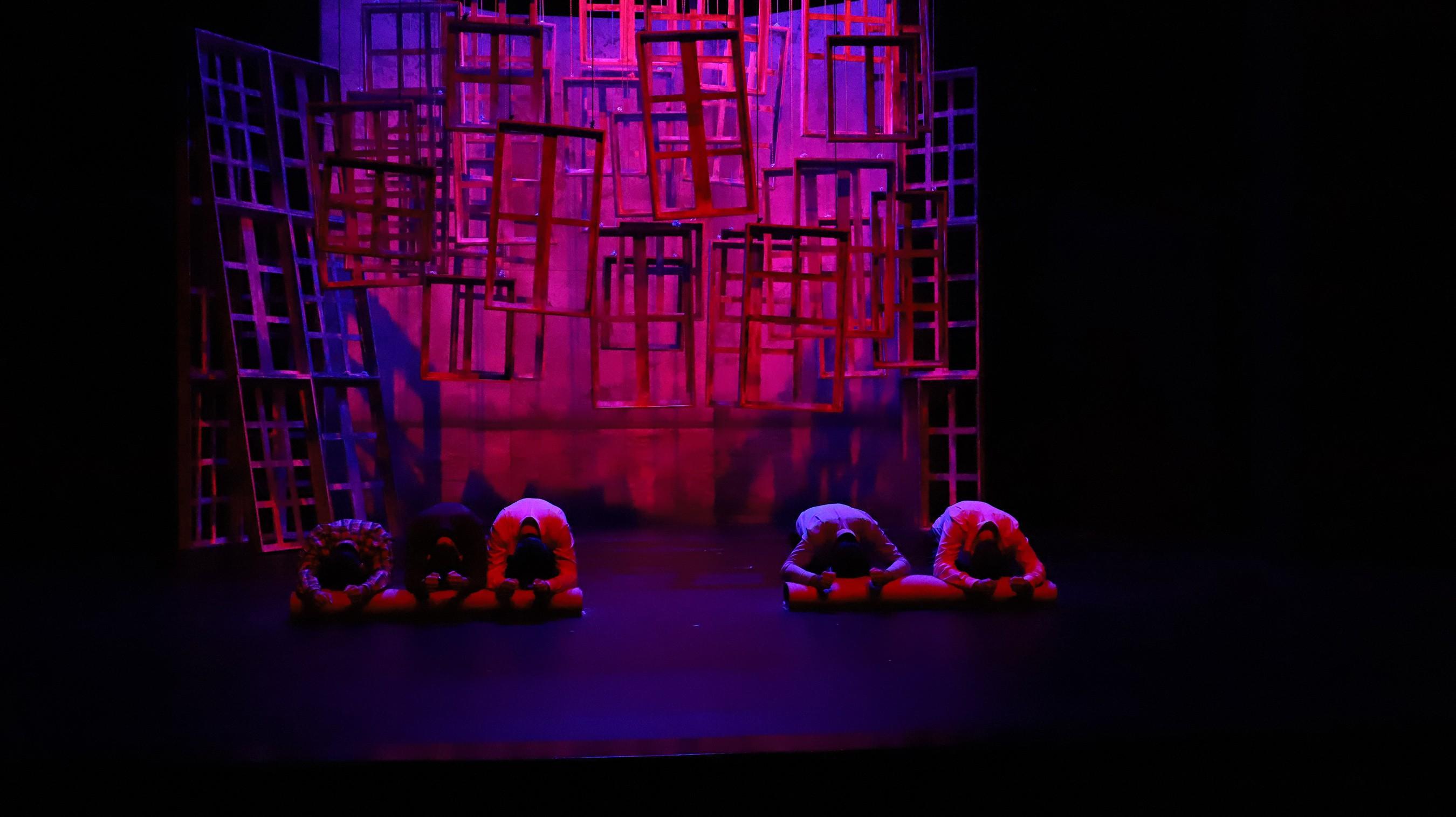 konya-sehir-tiyatrosu-misafir-oyunuyla-sezonu-acti.jpg