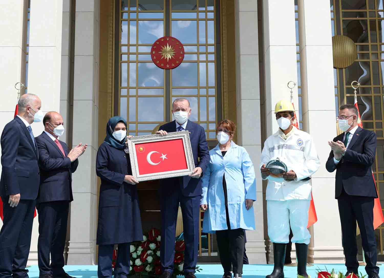 erdogan-buyuk-ve-guclu-turkiye-silueti-ufukta-gozukmustur-002.jpg
