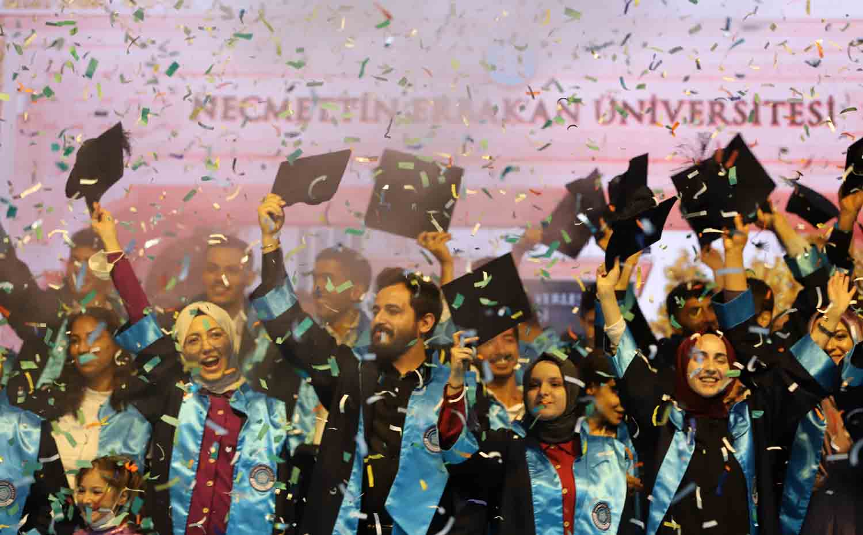 neude-gelecege-mesajli-mezuniyet-coskusu-002.jpg