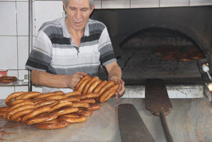 osmanlidan-gunumuze-vazgecilmez-lezzet-kara-firin-simidi-001.jpg