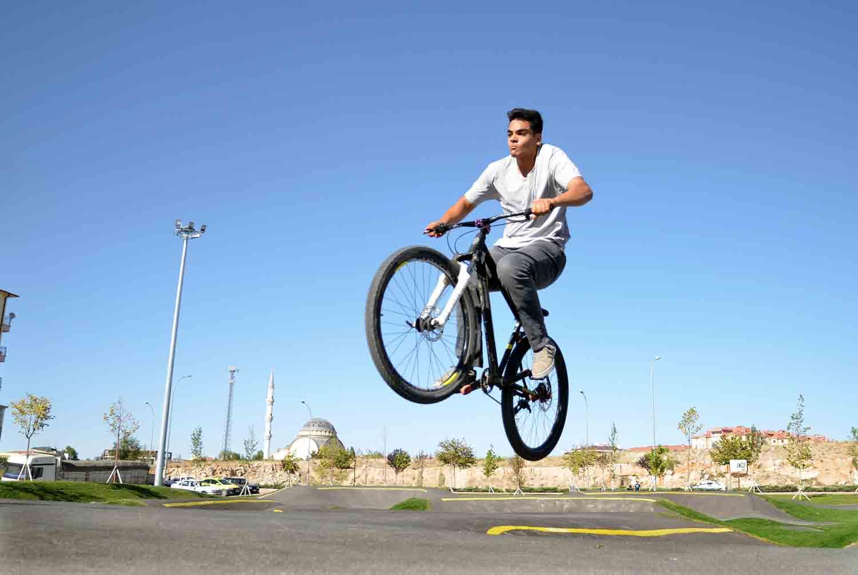 konyada-bisiklet-ve-kaykayin-kalbi-bu-mekanda-atiyor-002.jpg