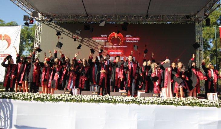 kgtude-ilk-mezunlar-diplomalarini-aldi-ardindan-torkuda-ise-basladi-002.jpg