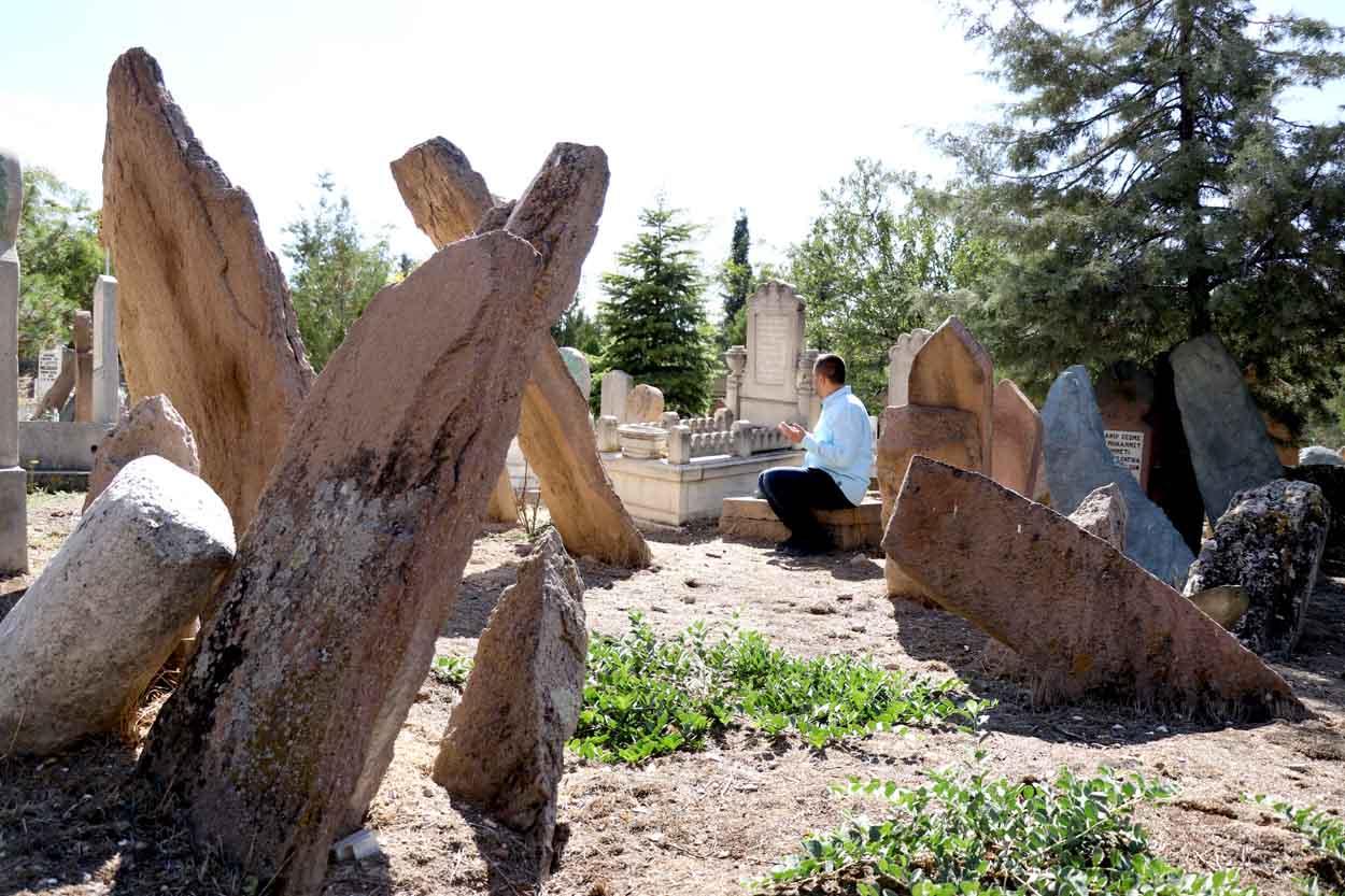 turk-mezar-taslari-kentlesme-kulturunun-asamalarini-yansitiyor-001.jpg